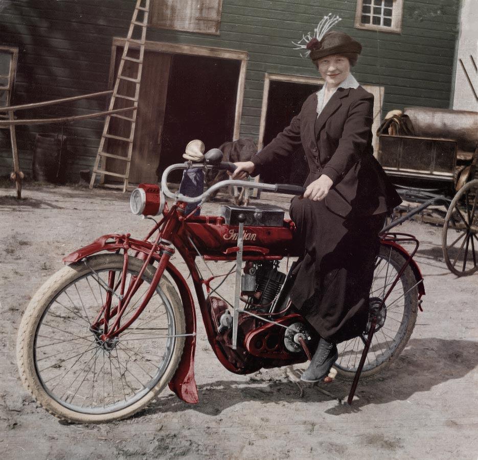 """""""Šimtmečio spalvos"""", Stumbras, Mineraliniai vandenys, Lietuvos istorija, senos nuotraukos, senovė, archyvas, istorija, motociklas, motociklas Indian, Indian, moteris, moteris ant motociklo, Račiunienė"""