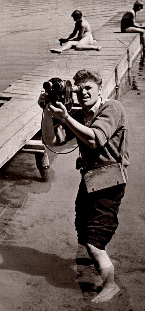 """""""Šimtmečio spalvos"""", Stumbras, Mineraliniai vandenys, Lietuvos istorija, senos nuotraukos, senovė, archyvas, istorija, vyras, filmavimo kamera, senovinė kamera, ežeras"""